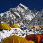 """Monte Everest: Nuevas regulaciones y """"Mecanismo de gobierno"""" a la policía de montaña"""