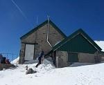 El refugio del Collado Jermoso de Picos de Europa, cerrado por nieve