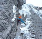 En Kandersteg, Suiza ,Robert Jasper y Wolfram Liebich realizan el primer ascenso de una nueva ruta de hielo y mixto la peste negra (WI7/M8, E5, 250 m).